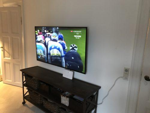 """Montering af 49"""" LG OLED TV på væg"""