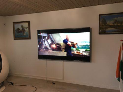 """Væg montering af 85"""" Samsung LED TV og kabelskjuler"""