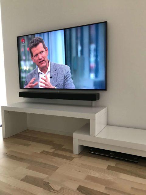 Vægophæng af Samsung TV & Soundbar