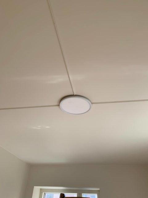 El-tilslutning af plafond lampe