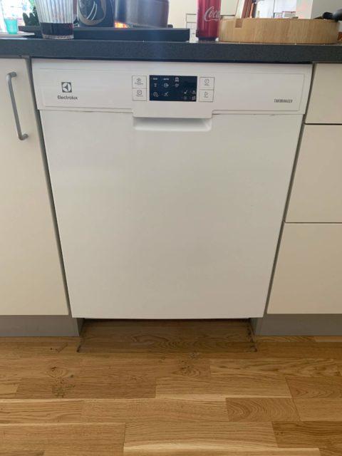 Montering indbygning vandtilslutning opvaskmaskine
