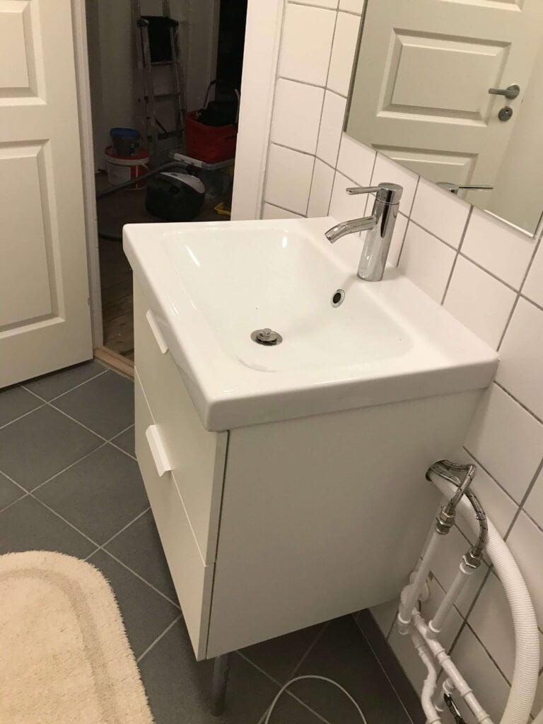 Samling Montering Af Ikea Godmorgon Odensvik Vaskeskab Handvask Og Blandingsbatteri Homesetup Dk