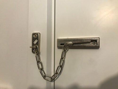 Installering af ABUS dørkæde