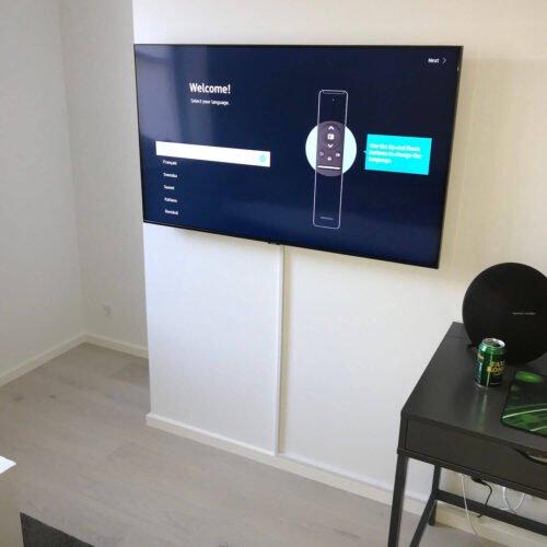Ophæng af Samsung TV i hjemmekontor