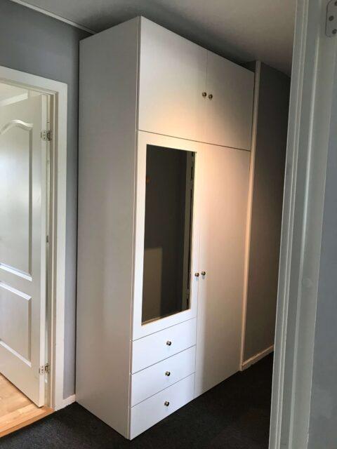 Samling af højt IKEA PLATSA skab