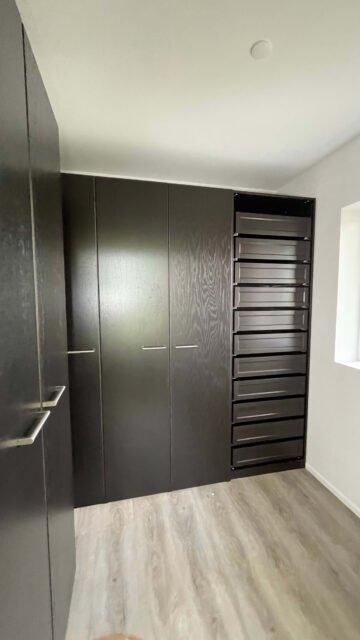 Samling IKEA PAX walk-in garderobe sort